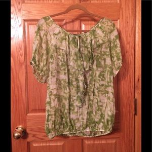 Green and white flowy short sleeved top